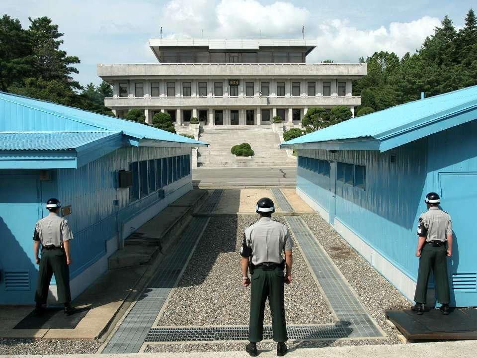 war between north and south korea essay