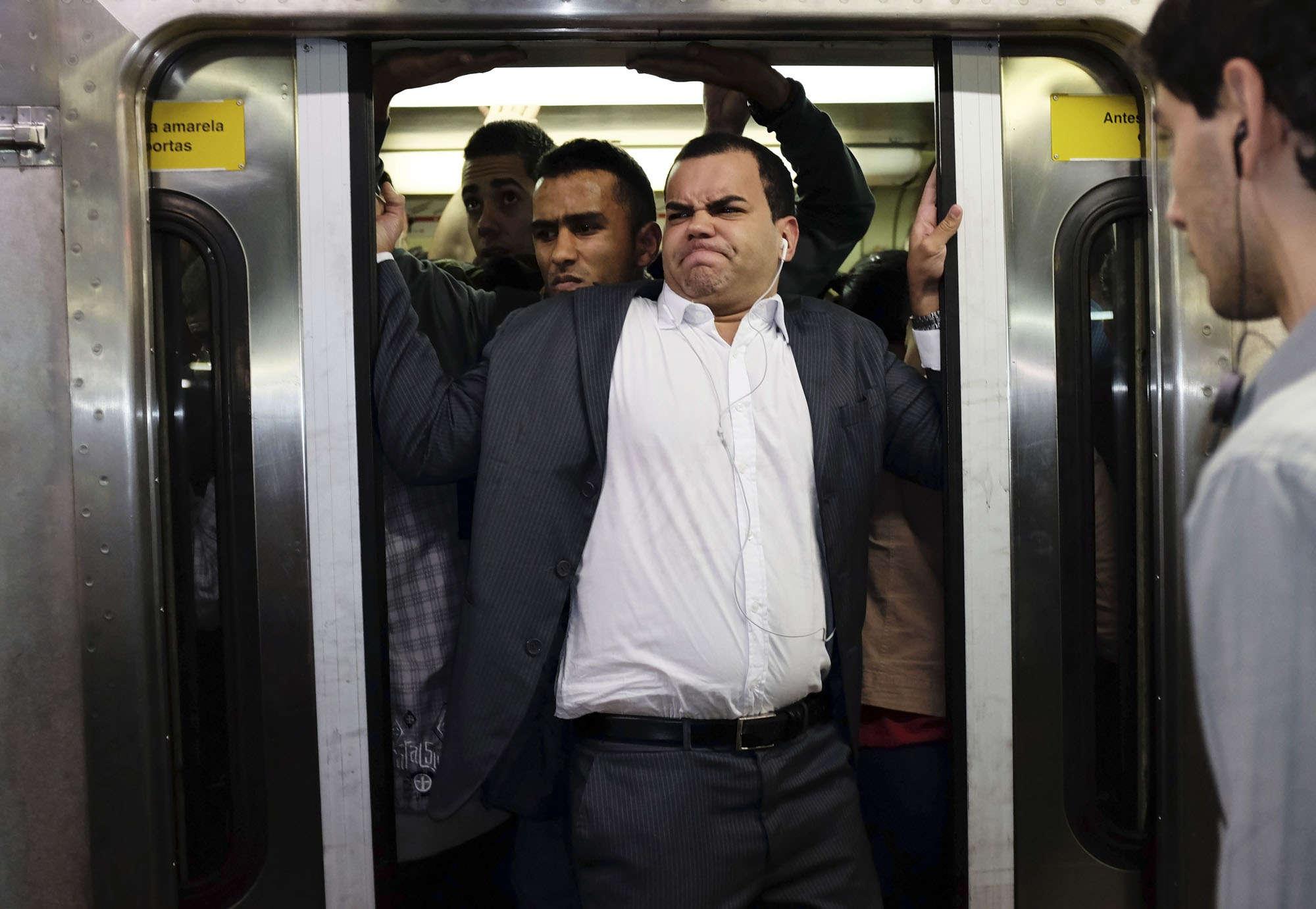 Пристаёт в метро 1 фотография