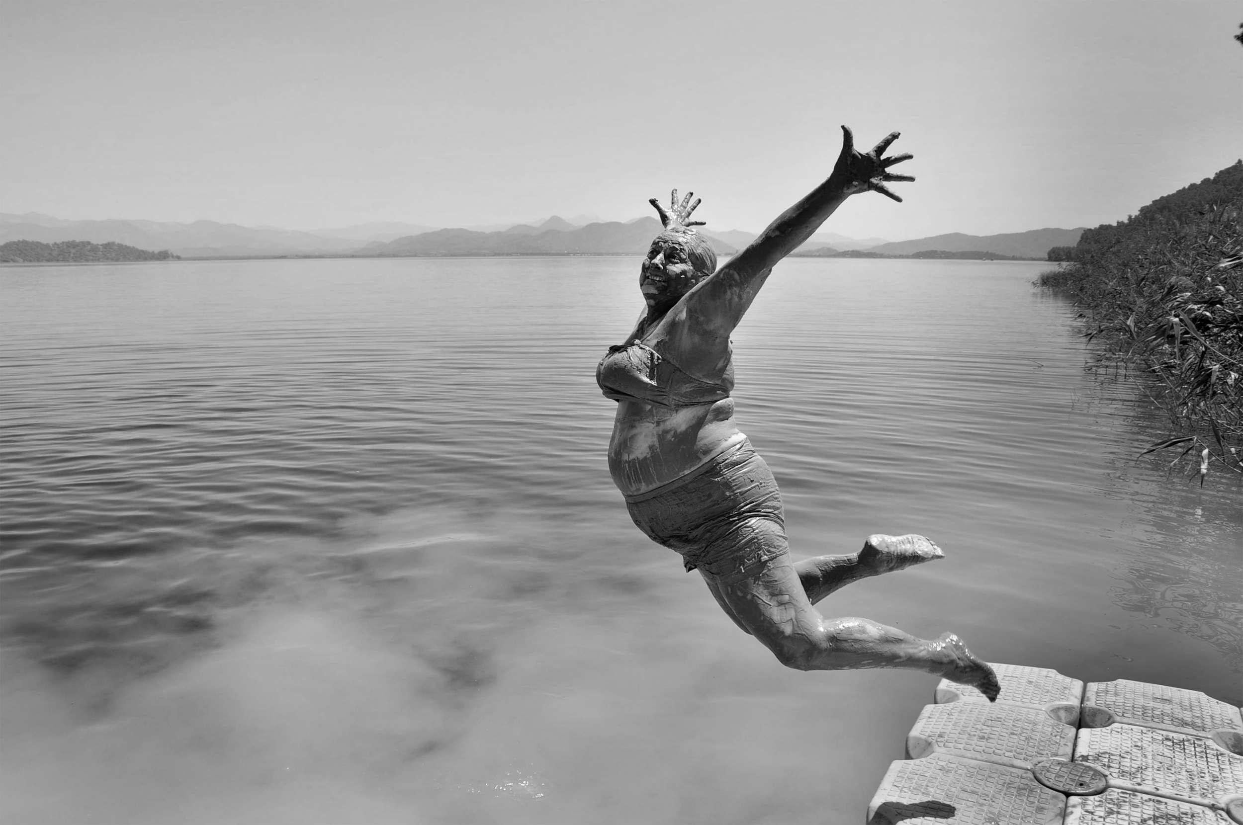 Смотреть как она прыгает на нем 16 фотография