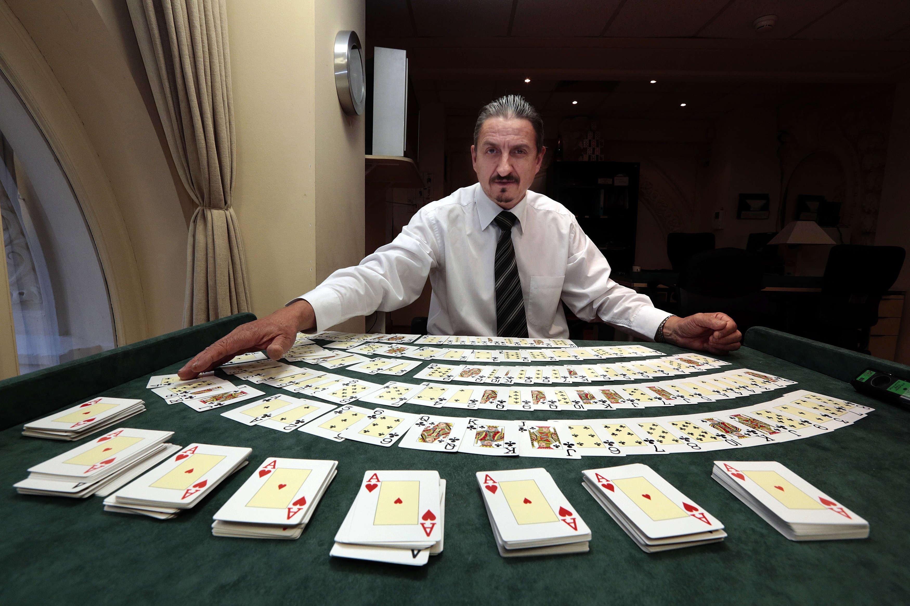 Croupier casino de casino night-jaxon colt-ashton webber-arad-owen michaels