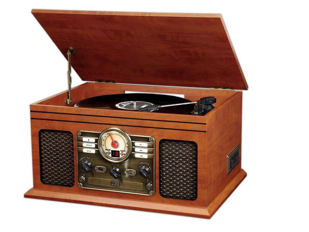Ultimate Man Cave Essentials : This mahogany record player will give the place an old