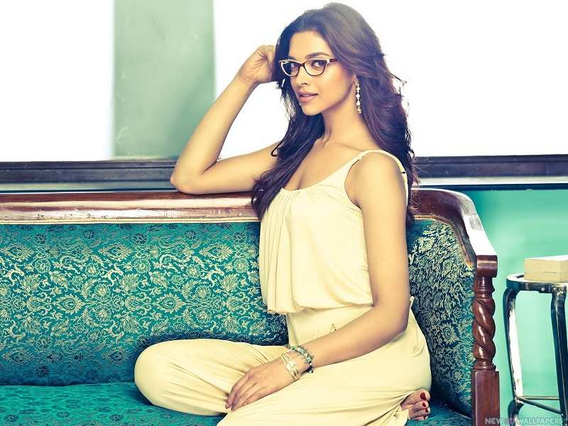 A stunning Deepika Padukone turns on the heat with this look!
