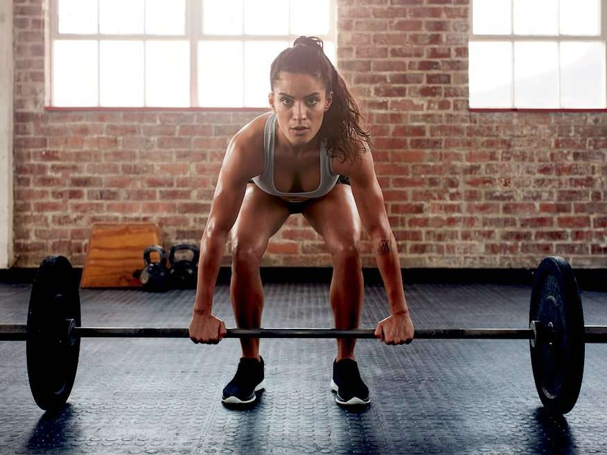 how to do weight training the right way Many gym-goers — and even some health and fitness professionals — still believe that strength training is only for people who want to gain weight in the form of shirt-stretching muscles, and that long-duration exercise like running and cycling is the fastest way to lose fat.
