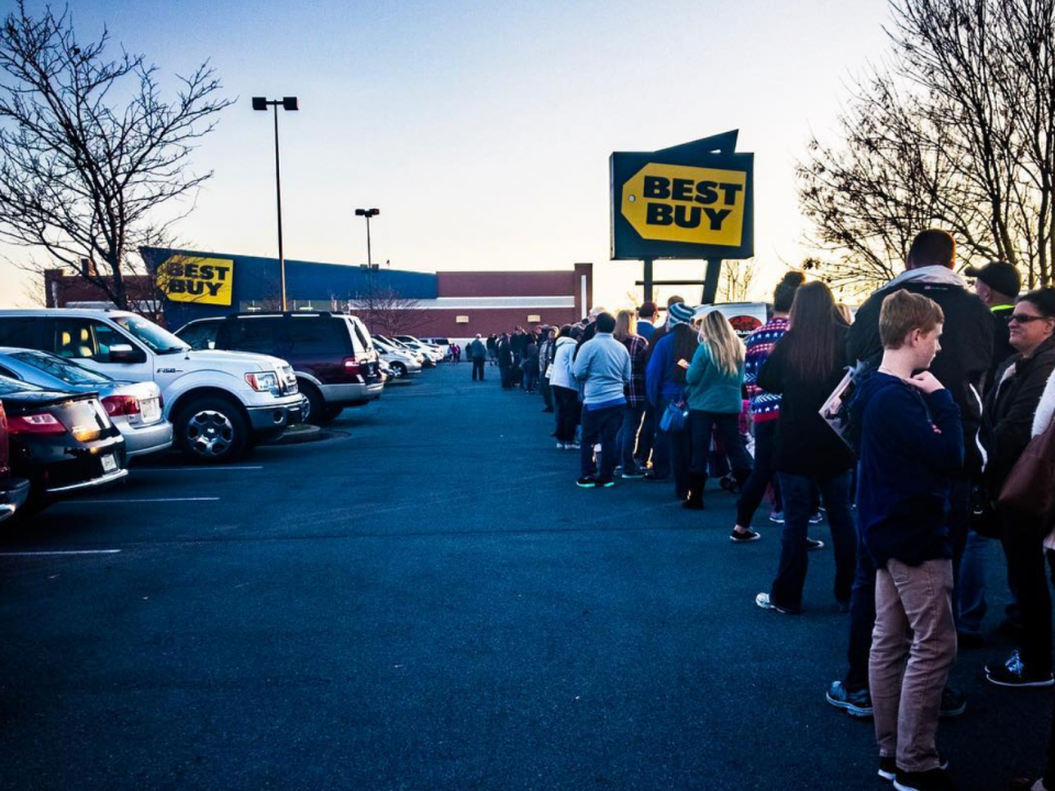 Best Buy looks like it's crushing Black Friday as hundreds of people flood stores - but it may not be everything it seems
