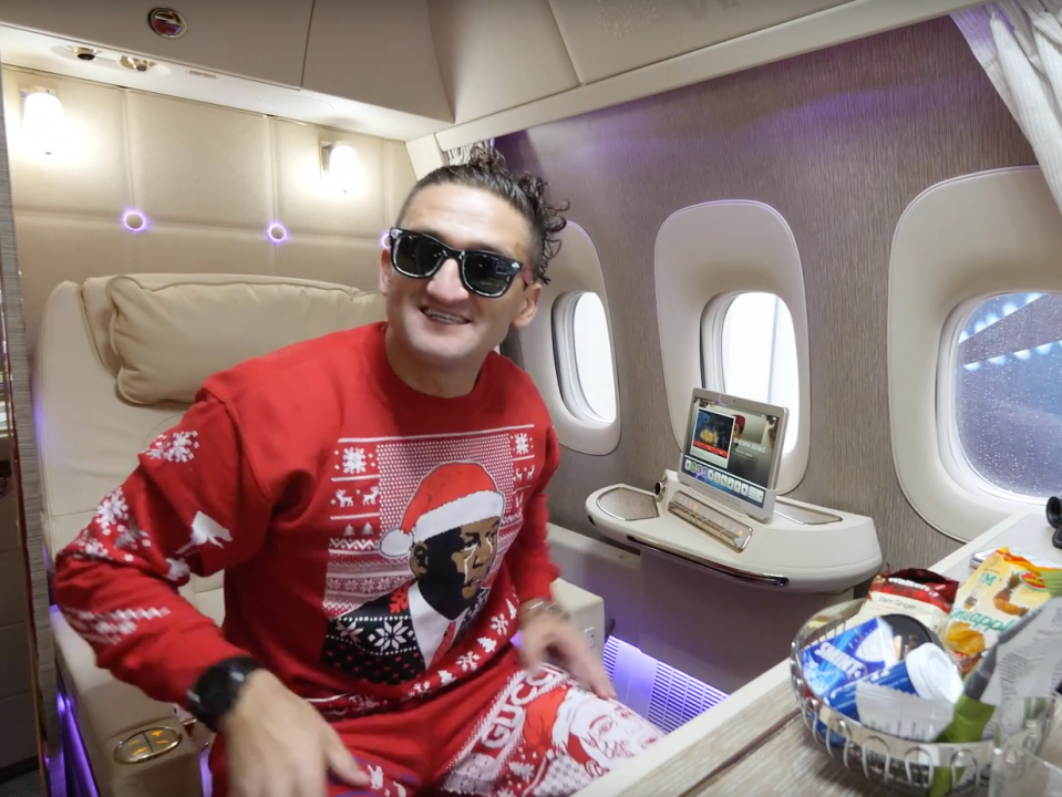 Youtube Star Casey Neistat Flew In A New Emirates First Class Suite And He Called It The All Time Greatest Airplane Seat Business Insider India