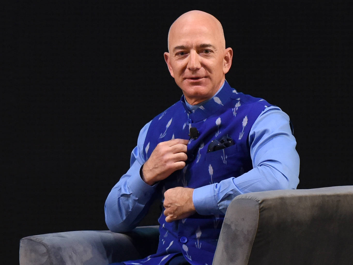Jeff Bezos Phone Hack Shows Hackers Are Winning In The Arms Race Between Governments And Tech Firms According To A Cybersecurity Expert Business Insider India