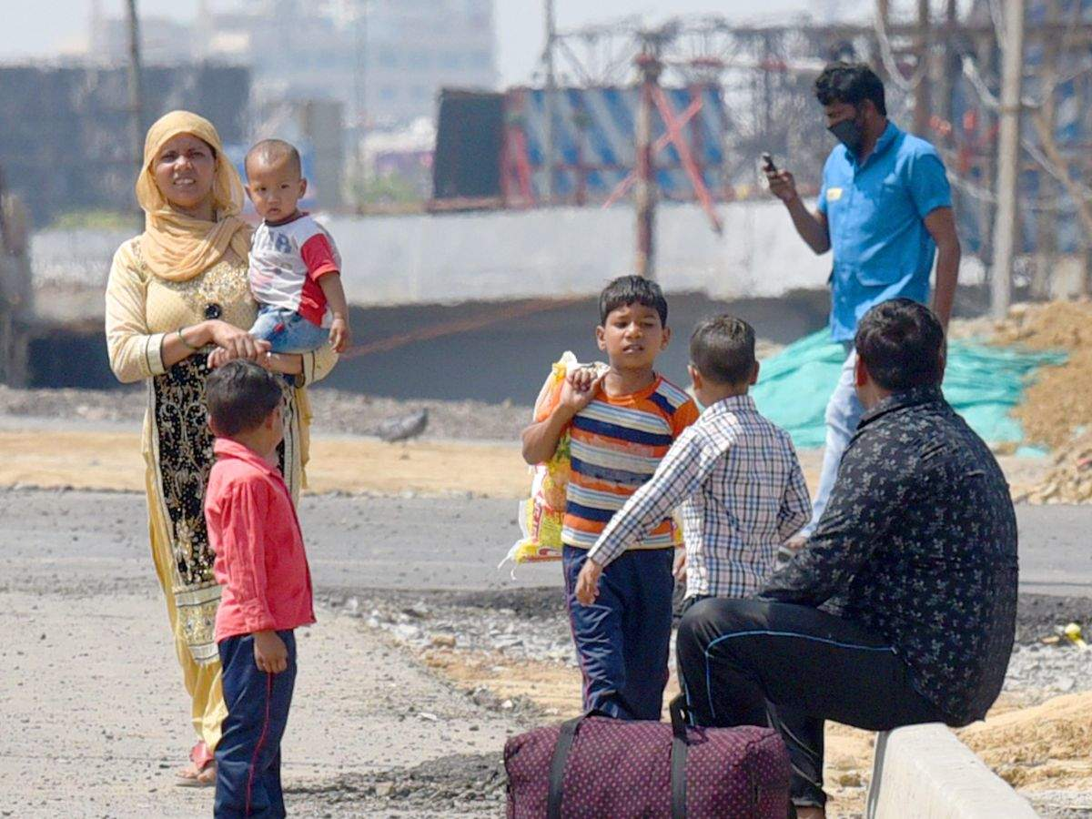 A Sobbing Child Migrant Worker Stranded In Delhi Without Shelter Job And A Way Back Home Is Only One Among Lakhs Of His Peers Business Insider India