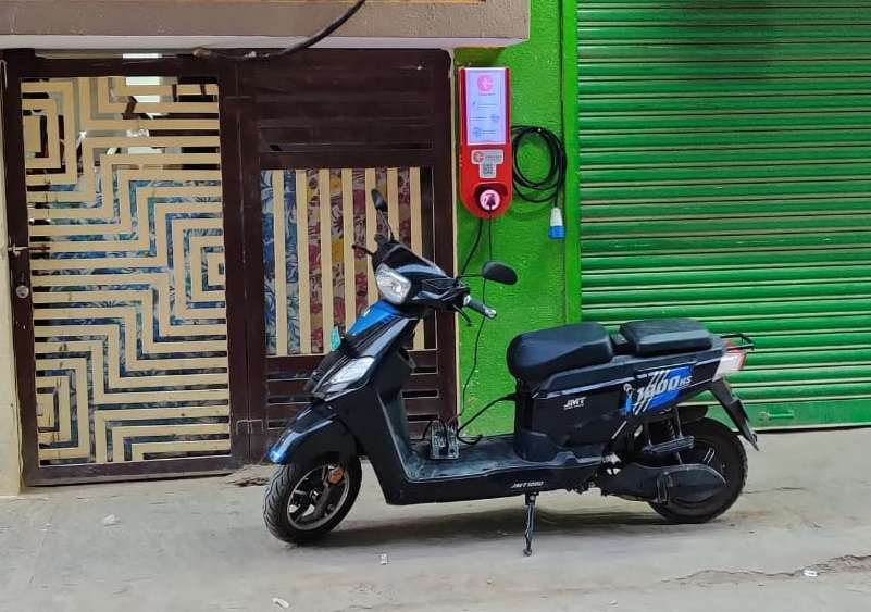 This startup wants to turn kirana stores into electric vehicle charging stations