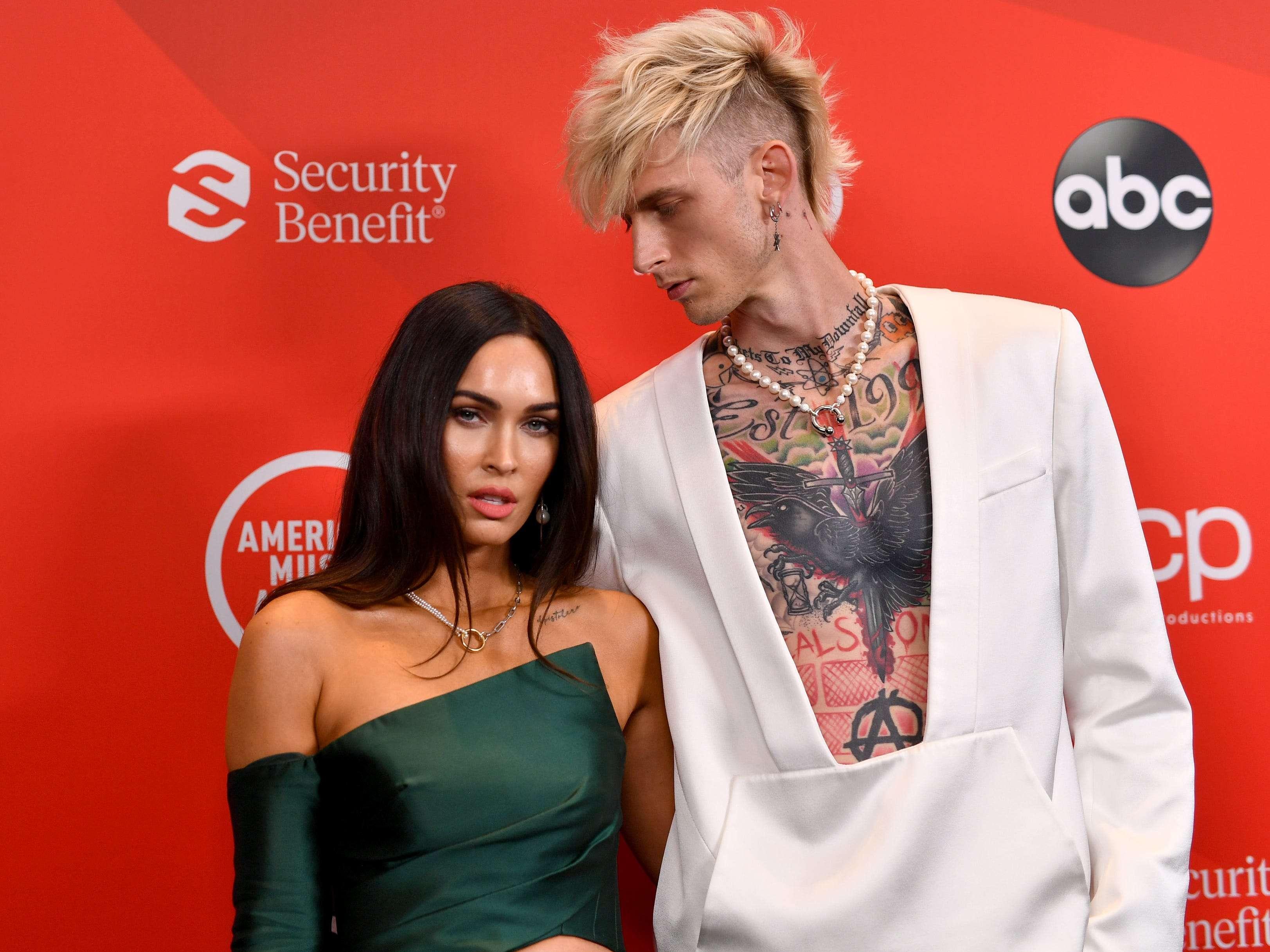 2020 AMAS: Megan Fox, Machine Gun Kelly's red-carpet debut as couple -  Insider