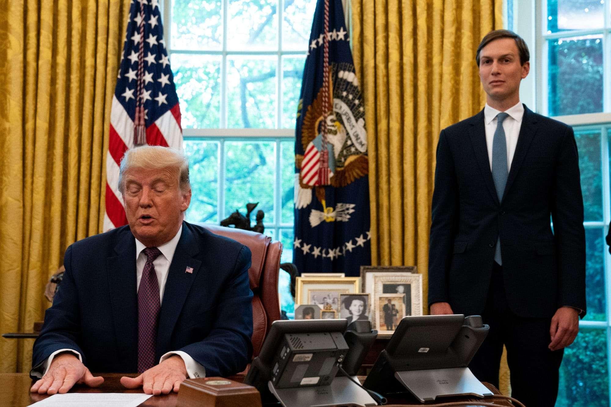 Le chef de cabinet de Trump, Mark Meadows, a finalement convaincu le président qu'un mandat de masque était une mauvaise idée