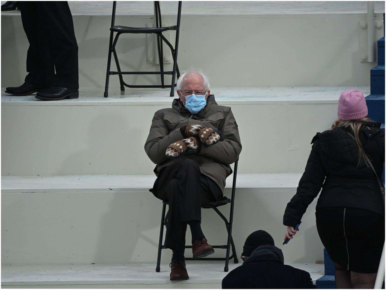 Bernie Sanders Reacts To Inauguration Memes I Was Just Trying To Stay Warm Business Insider India