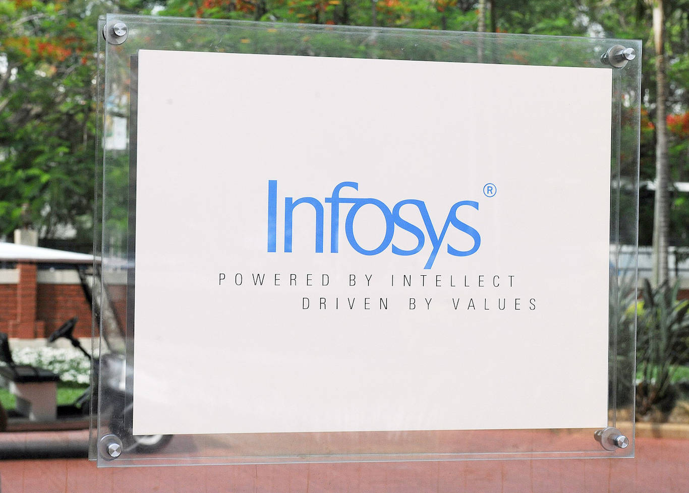Infosys plans to hire Google-certified graduates to meet its target of 25,000 US employees by 2022 - Business Insider India