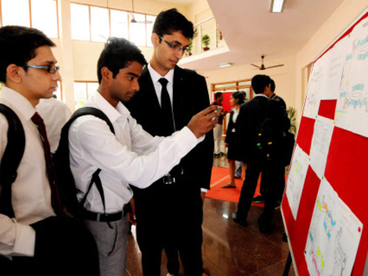 Iit S Madras Delhi And Kharagpur Campuses Bag Over 2 500 Job Offers In The Very First Week Of Placements Business Insider India