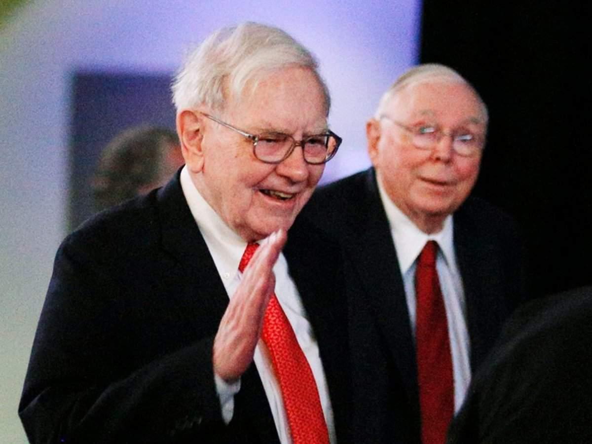Warren Buffett may be hoarding $128 billion in cash in case he gets sick again