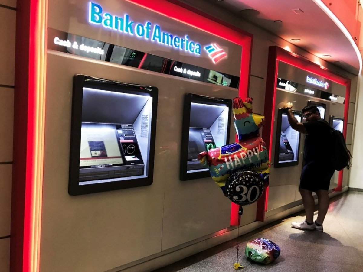 Automation and artificial intelligence could save banks more than $70 billion by 2025