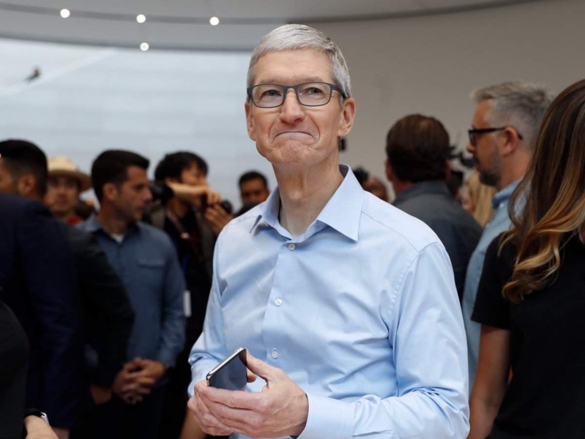 Apple proved it could grow outside the smartphone in 2019, now the spotlight is back on the iPhone and Wall S