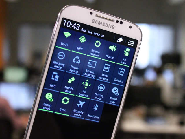 11 Things Samsung's Galaxy S4 Can Do That The iPhone 5S Can