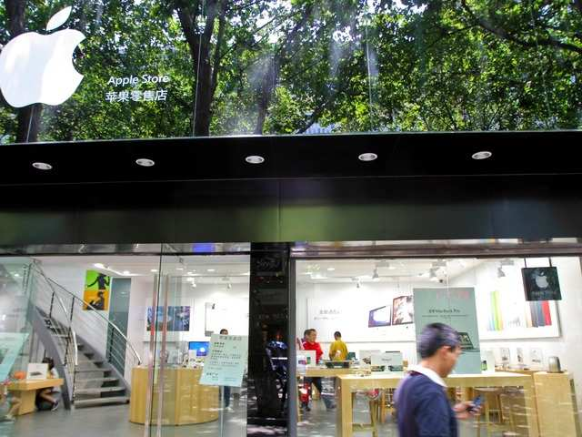 Fake Apple Store in Kunming, the modern capital city of China's southern Yunnan province.