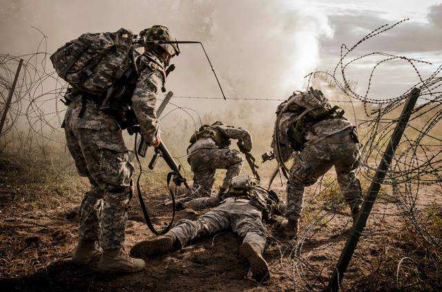 4f92d458986 These are the most incredible photos of the Army in 2015 ...