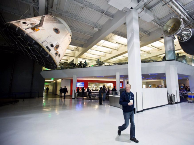 spacex hawthorne facility - 640×480