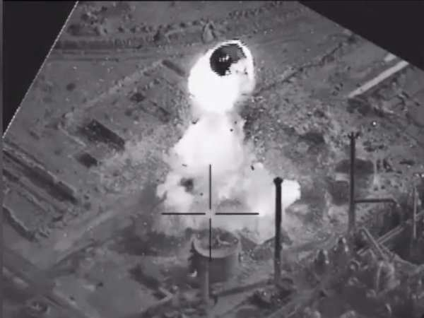 http://businessinsider.in/thumb/msid-54704974,width-600,resizemode-4/Watch-a-US-led-coalition-airstrike-send-an-ISIS-weapons-facility-in-western-Iraq-up-in-flames.jpg
