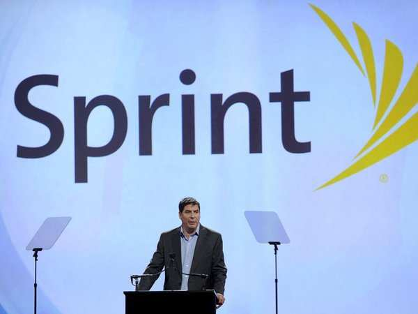 Sprint returns to quarterly revenue growth for first time in two years