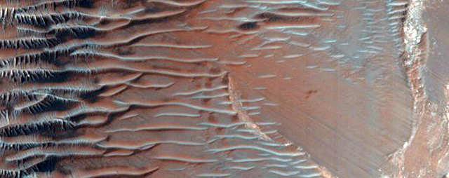 Um declive íngreme no Noctis oriental Labyrinthus.