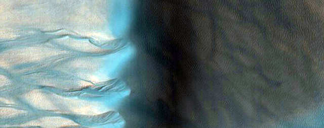 False-coloring this image makes a giant dune and its gullies look blue.