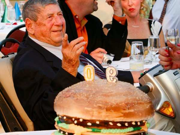 Swingbelly sunset: inventor of McDonald's iconic Big Mac dies