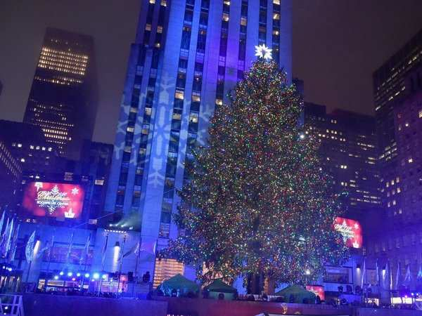 Man Arrested Near New York Christmas Icon With Gas And Matches