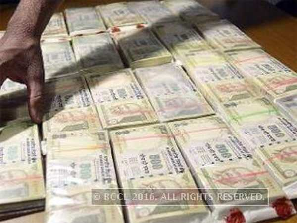 5 held with Rs 3.25 cr in old notes