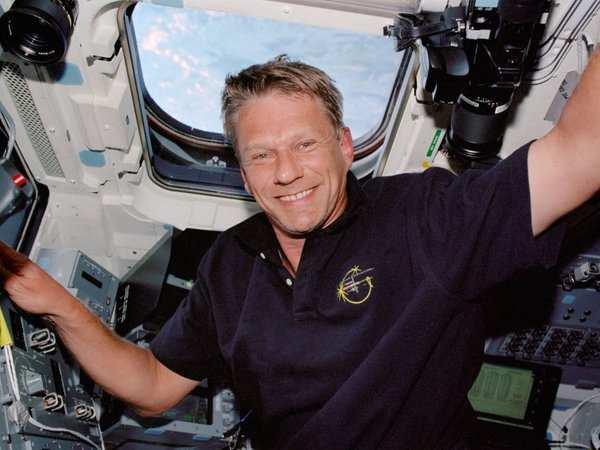 British-born astronaut Piers Sellers dies, 61