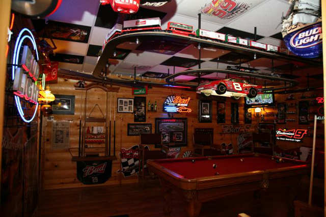 Dive Bar Man Cave : Photos of the most over top man caves in america