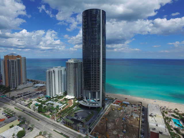 The Tower Is 60 Stories Tall Rising 650 Feet On The Shorefront Of