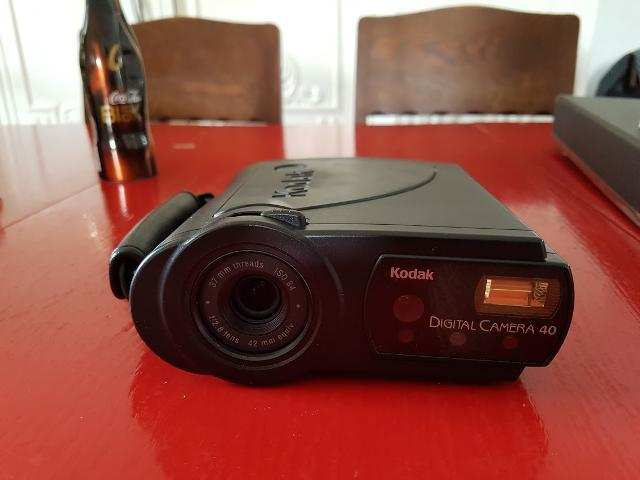 Kodak DC 40 Digital Camera: Kodak came out with digital camera back in 2012. Failing to realize the potential of the device, it didn't go forward with it. Moreover the eventual bankruptcy in 2012 was reason enough to the failure.