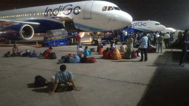 """Airline passengers wait on the tarmac because pilots """"went out of flight  duty time"""""""