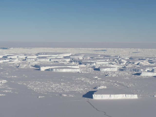 2 rectangular icebergs captured by NASA's IceBridge flight