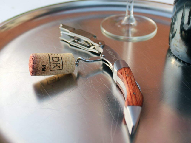 how to open wine with corkscrew
