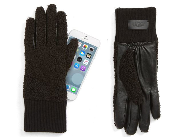 A pair of touchscreen gloves that are actually warm