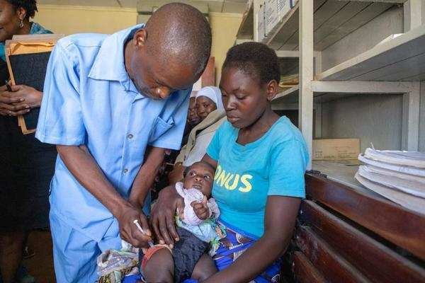 Vaccination Costly Clash Between >> The World S First Malaria Vaccine Took 30 Years And Cost 52 1