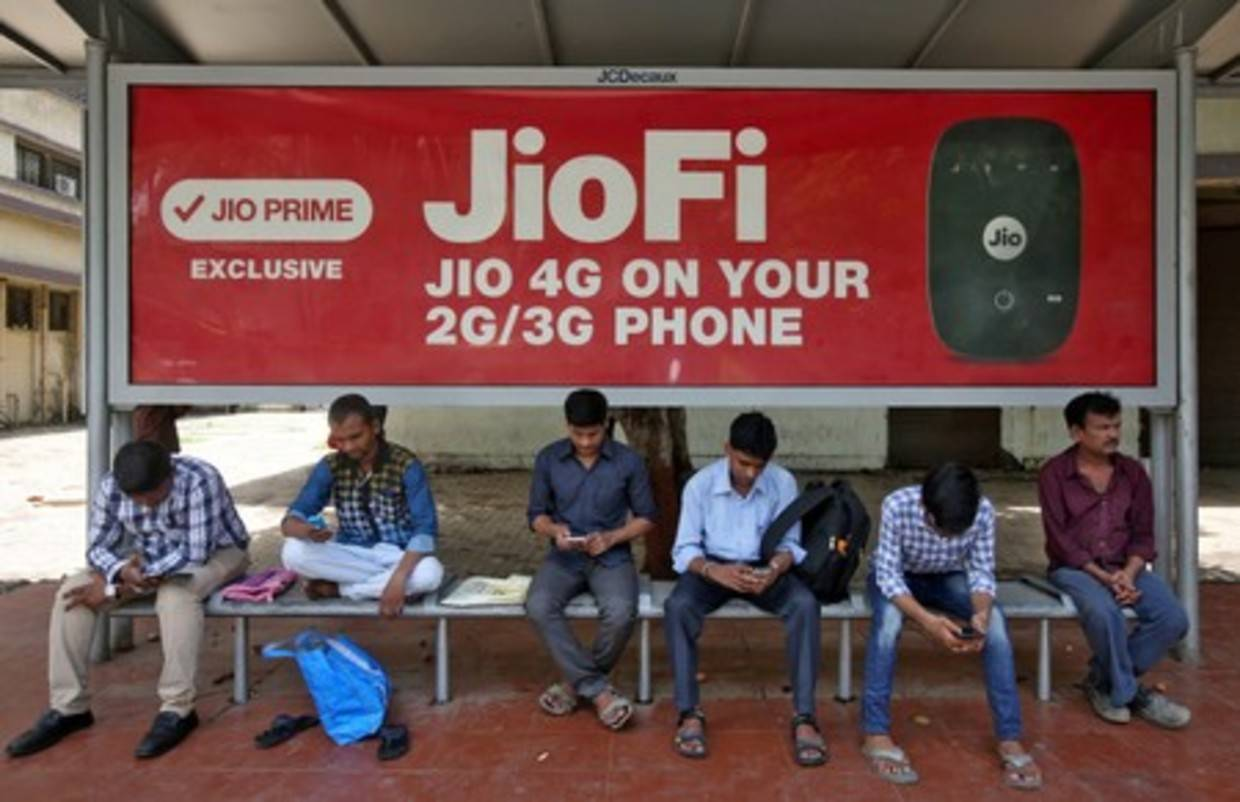 Reliance Jio's 330 million subscribers boost revenue by 5.4% compared to 3 months ago