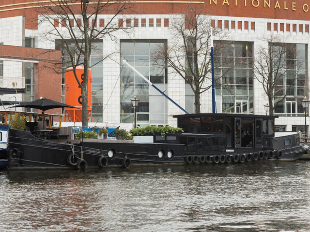 A luxury houseboat docked in the heart of Amsterdam is selling for $1.5 million. Here's a look inside the 'floating palace.'