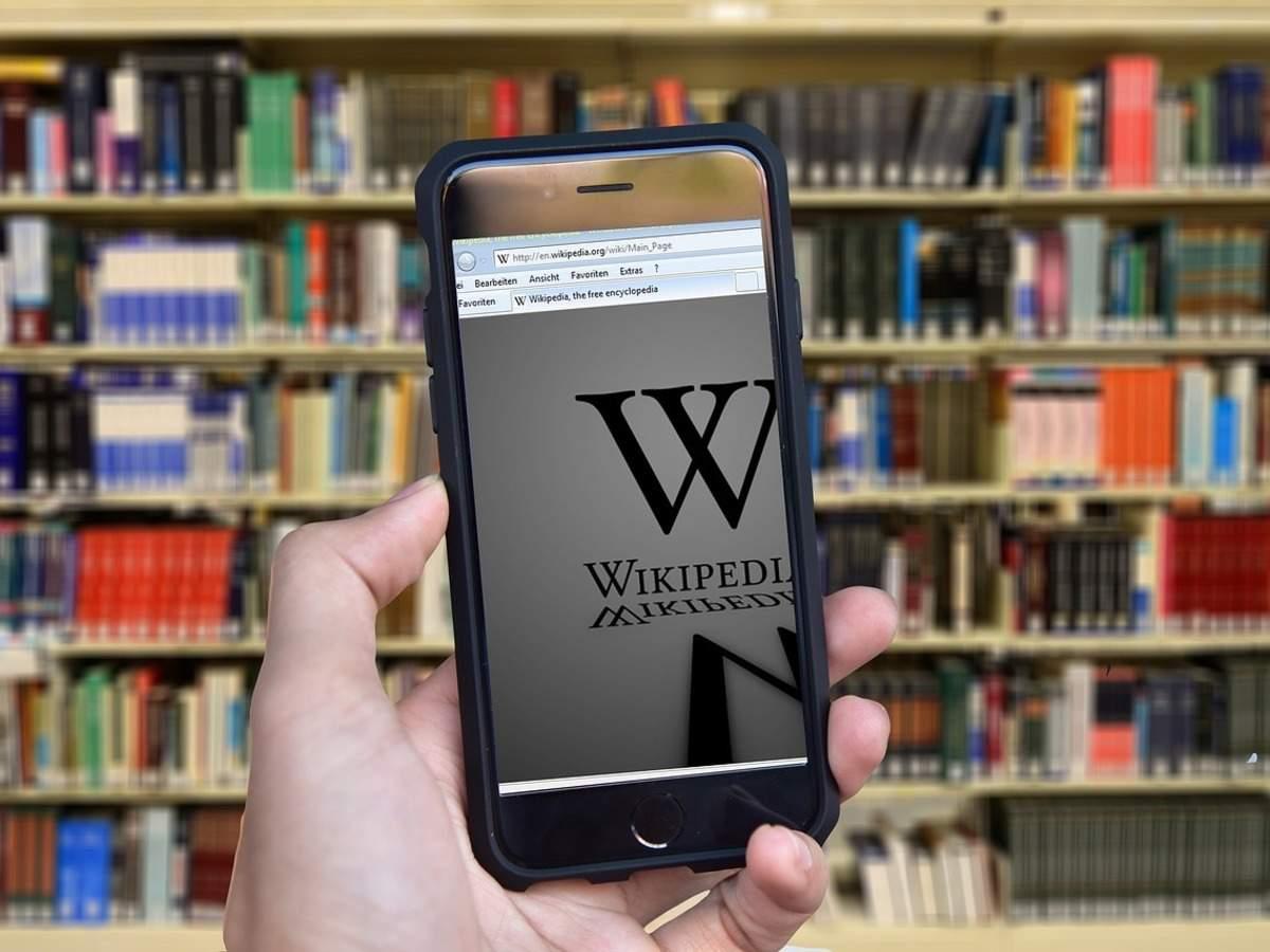 إدراج الكتاب العرب في موسوعة ويكيبيديا