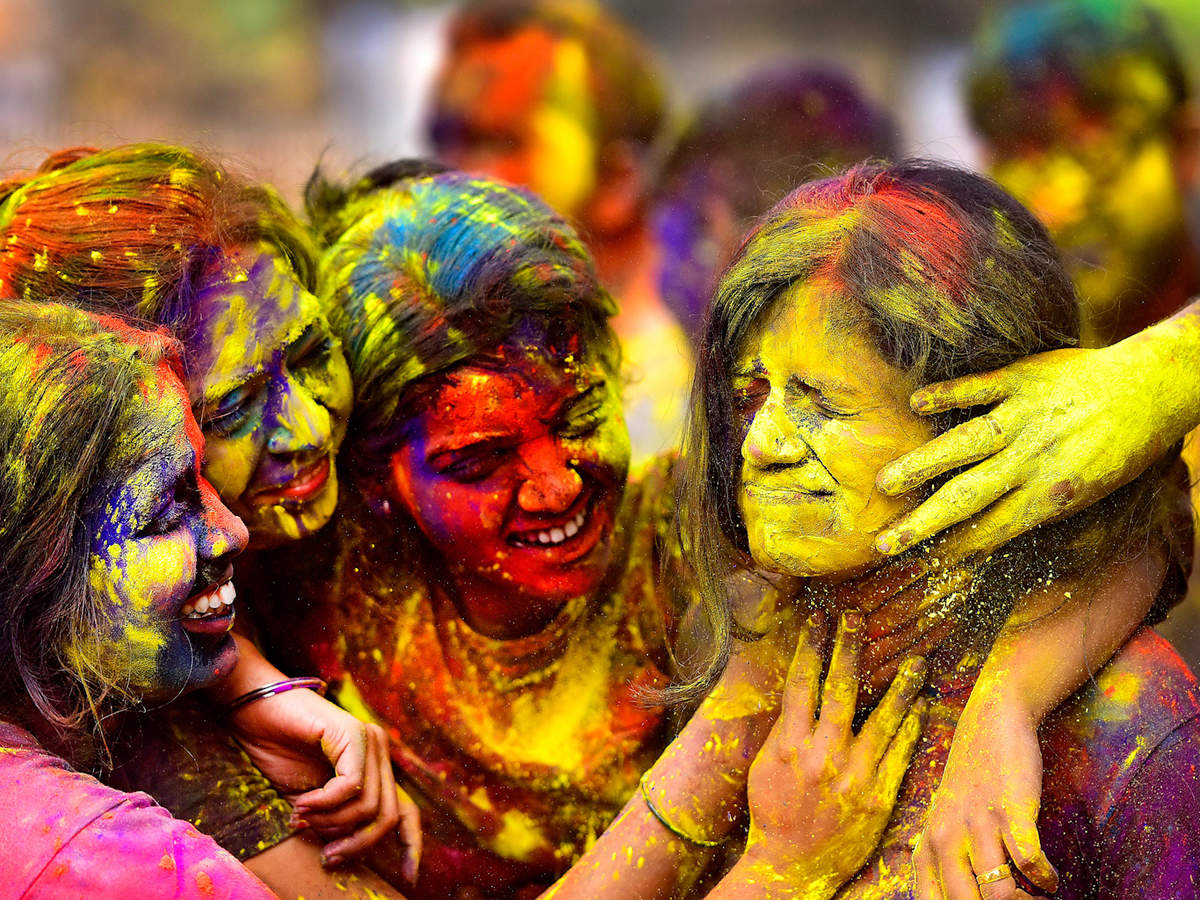 Holi goes online as coronavirus fears keep people at home | Business Insider India