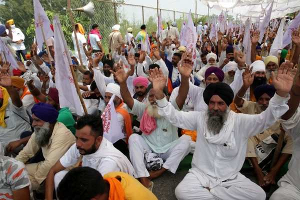 Farmers continue to block highways in Punjab, Haryana as they wage protests against three agriculture-related bills | Business Insider India