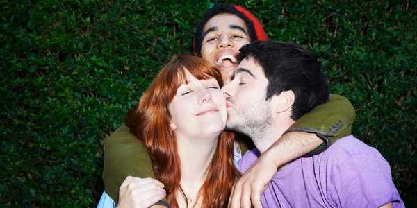 3 warning signs of dating violence