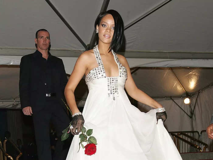 For her first Met Gala appearance in May 2007, the singer went with a relatively simple but pretty Georges Chakra white gown with silver embellishments on the bodice.